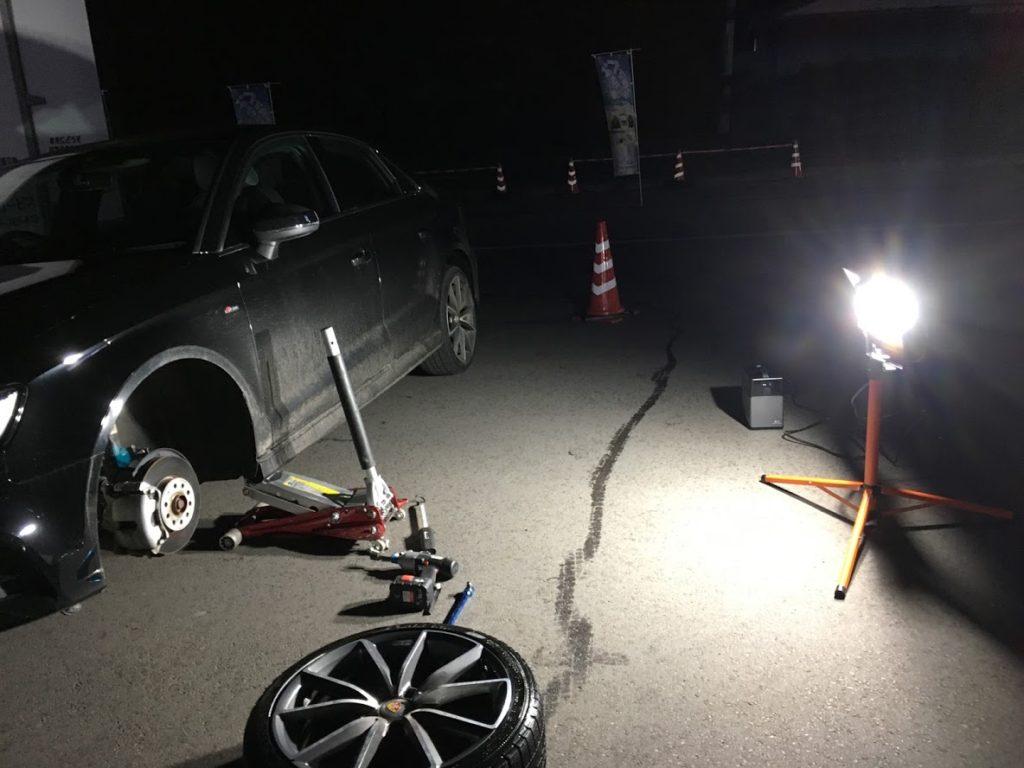 アウディA3のパンク修理