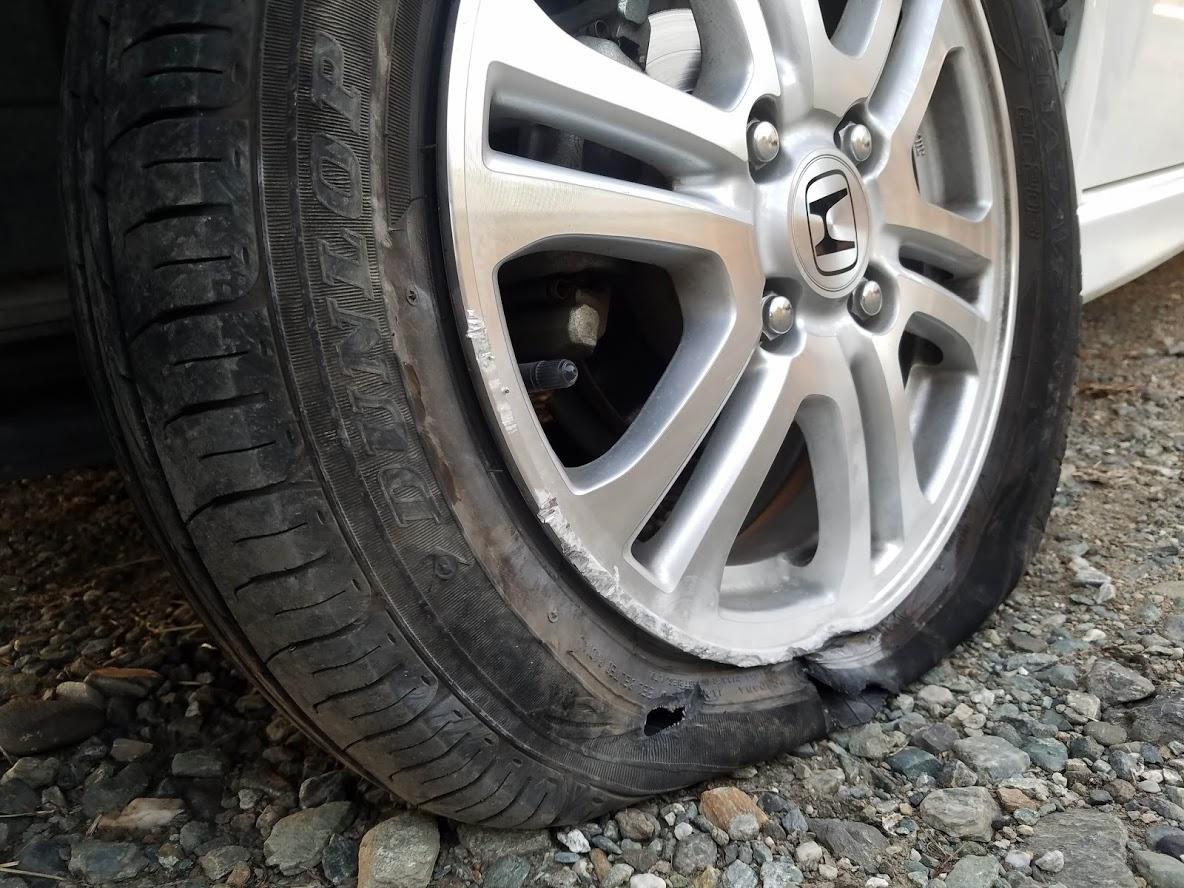 Nboxのタイヤ破損