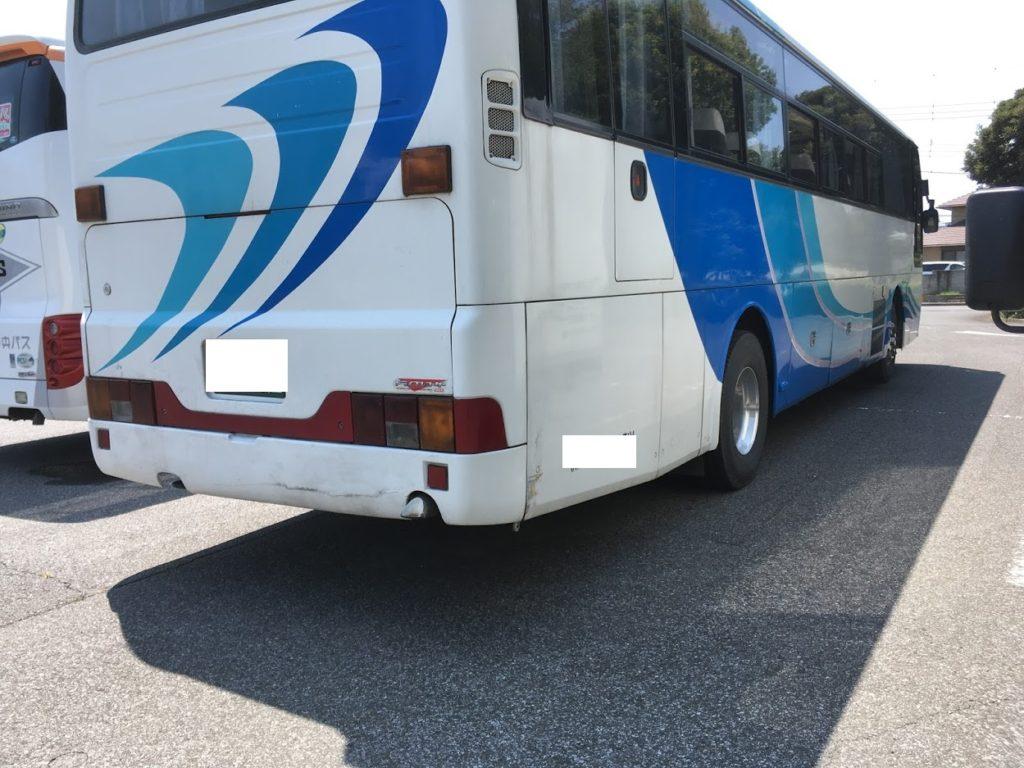 観光バスのスペアタイヤ交換