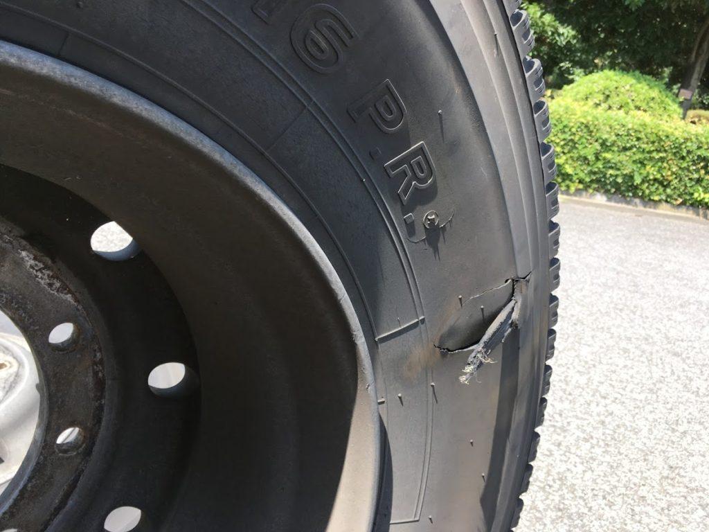 大型タイヤの損傷