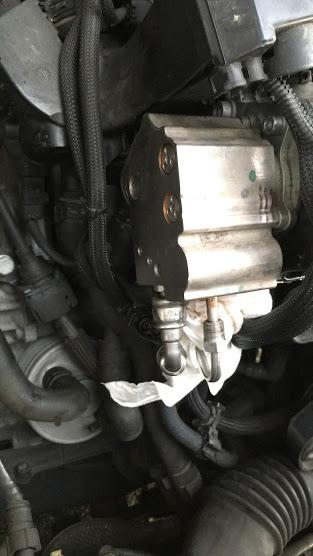 R55の高圧燃料ポンプ