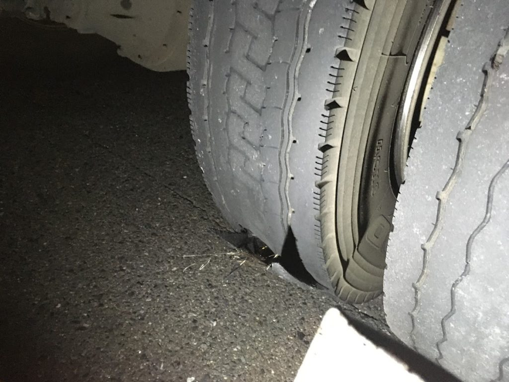 トラックタイヤパンク